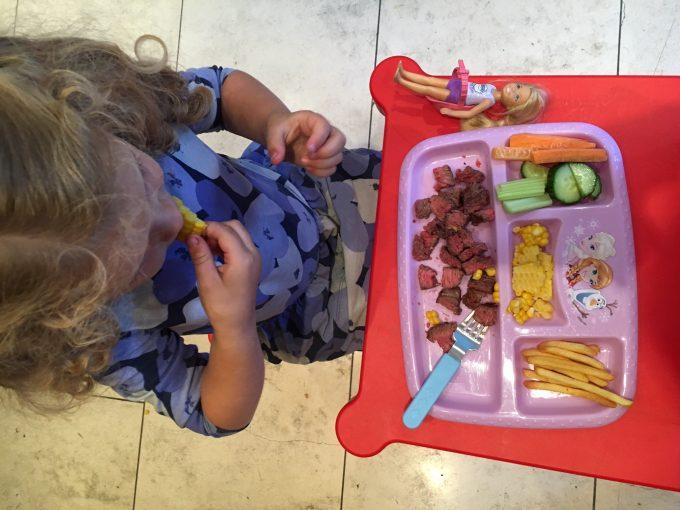 Jantando semana passada (com 3 anos e 7 meses)
